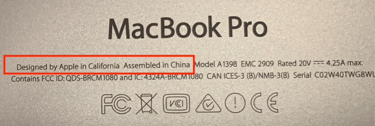 @MacBook Pro 在美国加州由苹果设计,在中国组装